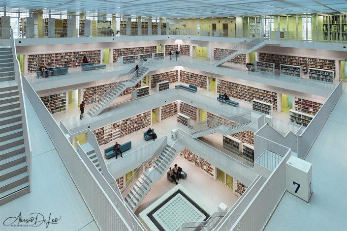Biblioteca civica di Stoccarda da lasciare senza fiato
