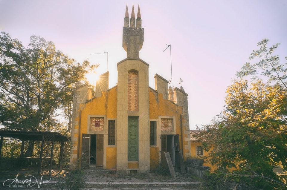 La stravagante villa del Cavaliere abbandonata
